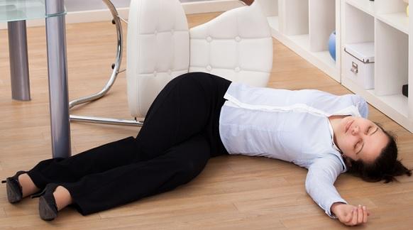 Как оказать первую помощь при обмороке