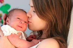 Правильный уход за волосами у новорожденных