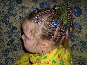 Прическа косички в пальмочке
