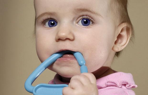 У малыша режутся зубки, что делать