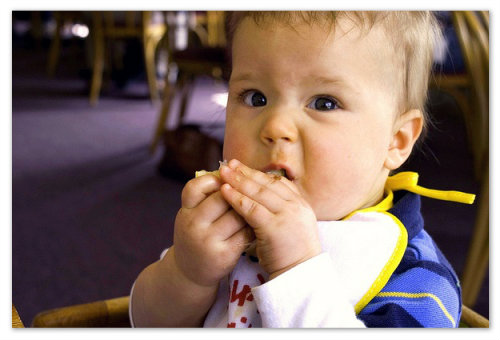Учим ребенка жевать