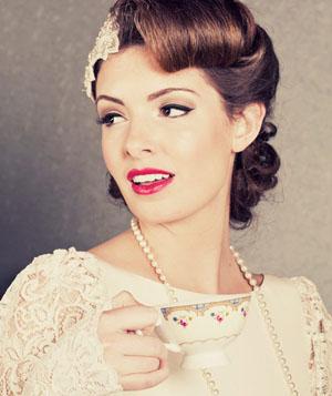 Свадебная прическа на короткие волосы в стиле ретро