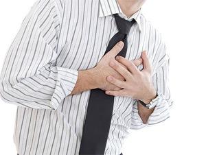 Симптомами болезни может быть одышка, слабость, утомляемость