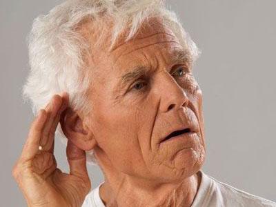 слабый слух у мужчины