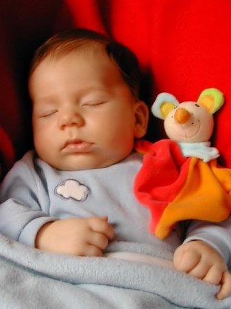 Как уложить ребенка спать днем