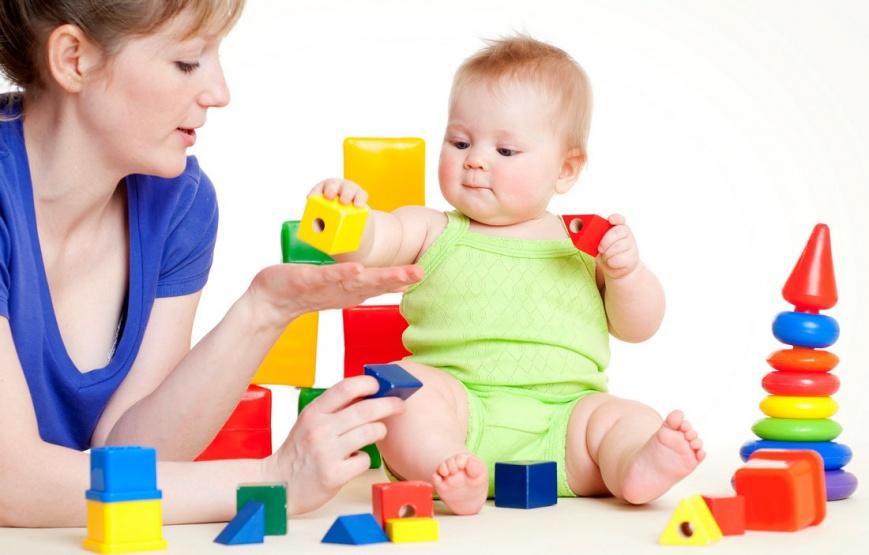 Важные этапы развития ребенка на первом году жизни