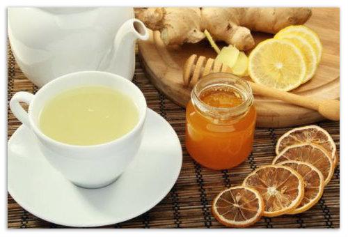 Кружка чая с лимоном.