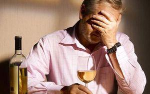 Чрезмерное потребление алкоголя оказывает токсическое действие на сердце