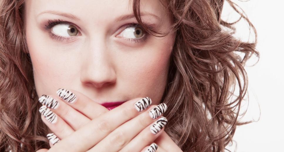 Почему возникает неприятный запах изо рта?
