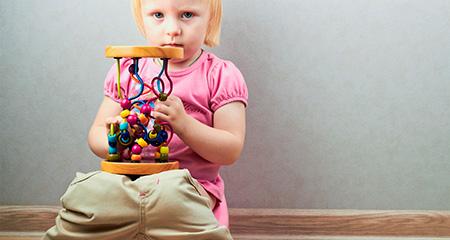 Чем кормить ребенка при запорах: правила питания