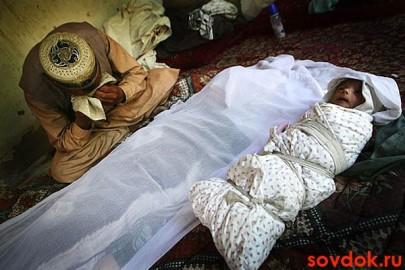живой ребёнок и умершая мать